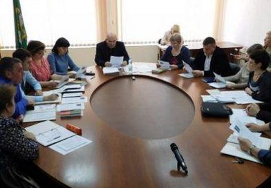 «Мы не согласны с его политикой», — заместители мэра Южноукраинска, начальники управлений, отделов и департаментов выступили против Виктора Пароконного Подробнее читайте на Юж-Ньюз: http://xn----ktbex9eie.com.ua/archives/6307