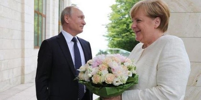 Путин дал Украине гарантии? СМИ о визите Меркель Подробнее читайте на Юж-Ньюз: http://xn----ktbex9eie.com.ua/archives/7071