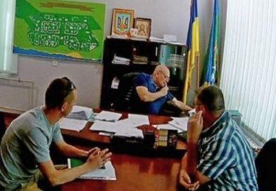 «Я ни за что не отвечаю», — в кабинет Пароконного пришли депутаты и потребовали опубликовать проект решения о его отставке (фото)