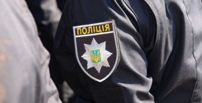 В Киеве полицейские душили и выдавливали глаза задержанным. ВИДЕО Подробнее читайте на Юж-Ньюз: http://xn----ktbex9eie.com.ua/archives/8130