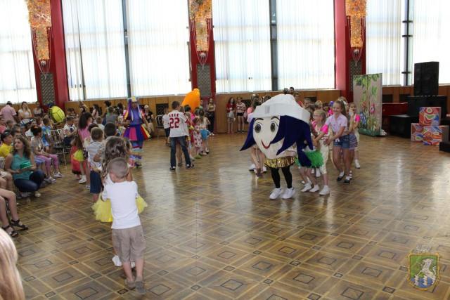 В палацу культури «Енергетик» ПРОЙШЛА СВЯТКОВА РОЗВАЖАЛЬНА ПРОГРАМА ДЛЯ ДІТЕЙ. Фоторепортаж.  Подробнее читайте на Юж-Ньюз: http://xn----ktbex9eie.com.ua/archives/9104