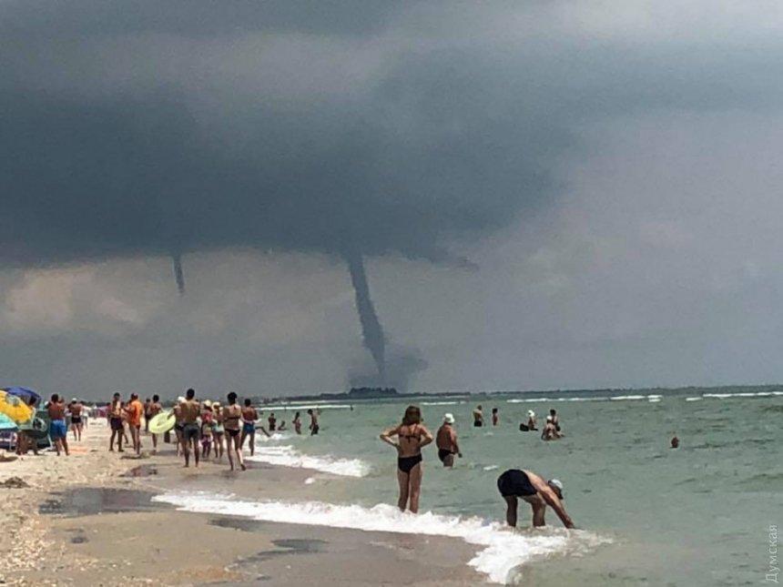 Появилось видео смерча над морем в Одесской области  Подробнее читайте на Юж-Ньюз: http://xn----ktbex9eie.com.ua/archives/10983