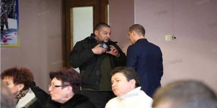 В Первомайске секретаря горсовета побили за попытку отменить признание РФ агрессором Подробнее читайте на Юж-Ньюз: http://xn----ktbex9eie.com.ua/archives/8911
