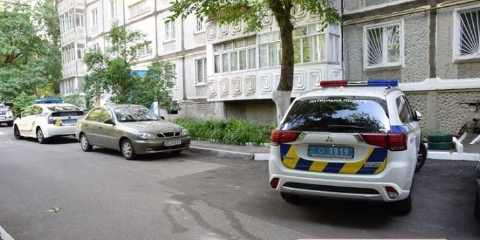 В квартире в центре Николаева обнаружены трупы двух женщин. Видео 18+ Подробнее читайте на Юж-Ньюз: http://xn----ktbex9eie.com.ua/archives/9970