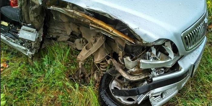 Под Южноукраинском легковушка врезалась в автоцистерну и слетела в кювет — пассажир в больнице. Фото. Подробнее читайте на Юж-Ньюз: http://xn----ktbex9eie.com.ua/archives/9781