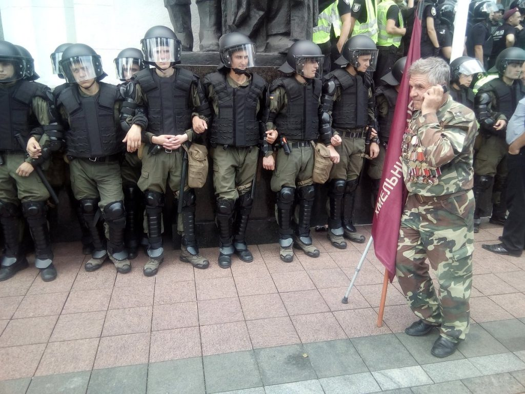 Журналисты показали, что происходит в парламенте во время акции протеста (ФОТО)  Подробнее читайте на Юж-Ньюз: http://xn----ktbex9eie.com.ua/archives/11173