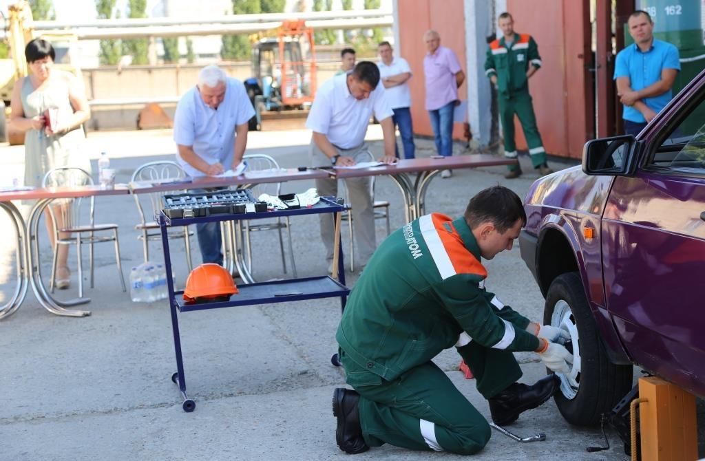 В автотранспортном хозяйстве ОП ЮУАЭС назвали лучшего слесаря по ремонту автомобилей среди молодежи. ФОТО  Подробнее читайте на Юж-Ньюз: http://xn----ktbex9eie.com.ua/archives/13719