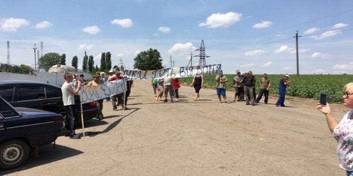 Работа Братского маслопрессового завода блокируется титушками, — СМИ Подробнее читайте на Юж-Ньюз: http://xn----ktbex9eie.com.ua/archives/12883
