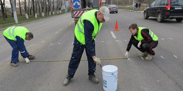 Чиновники уже сэкономили на краске для разметки полос на дорогах, теперь хотят экономить на асфальте — «Наш край» Подробнее читайте на Юж-Ньюз: http://xn----ktbex9eie.com.ua/archives/13330