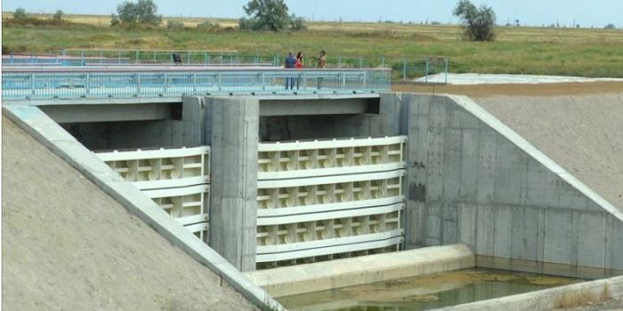 Украинские строители почти закончили возведение дамбы на Северо-Крымском канале Подробнее читайте на Юж-Ньюз: http://xn----ktbex9eie.com.ua/archives/13460