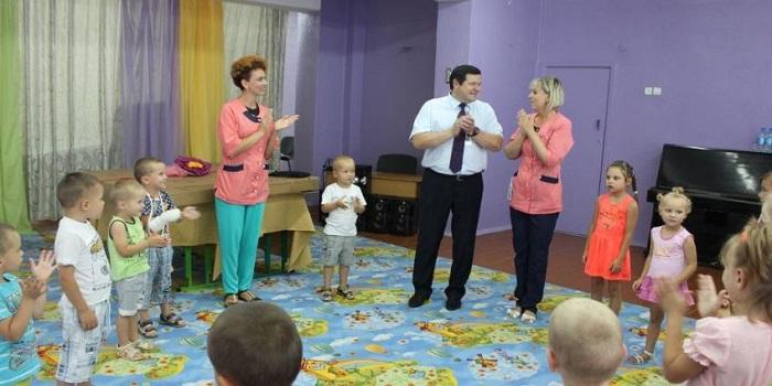 Владимир Лисниченко сделал подарок воспитанникам Центра социально-психологической реабилитации детей Подробнее читайте на Юж-Ньюз: http://xn----ktbex9eie.com.ua/archives/14585
