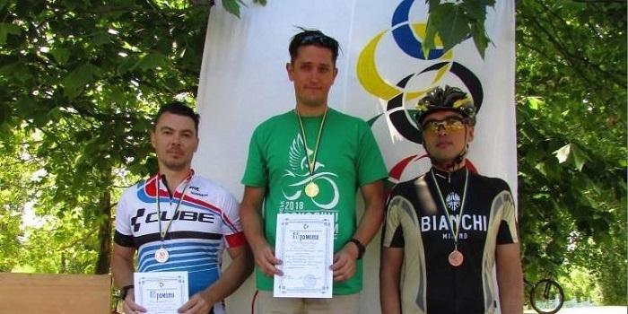 У командній першості з велоспорту 29-ї Спартакіади велосипедисти ЕРП повернули собі чемпіонський кубок Подробнее читайте на Юж-Ньюз: http://xn----ktbex9eie.com.ua/archives/13844