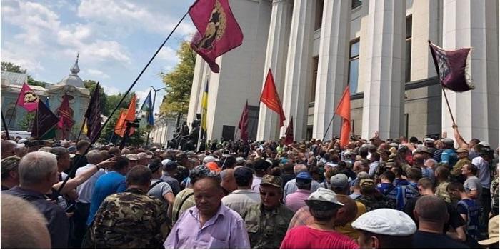 «Триумф ликвидаторов», — что вернули чернобыльцам после трех лет льготного геноцида Подробнее читайте на Юж-Ньюз: http://xn----ktbex9eie.com.ua/archives/14768