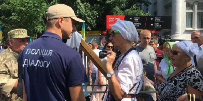 В центре Киева верующие УПЦ КП начали крестный ход за единую поместную церковь Подробнее читайте на Юж-Ньюз: http://xn----ktbex9eie.com.ua/archives/15750