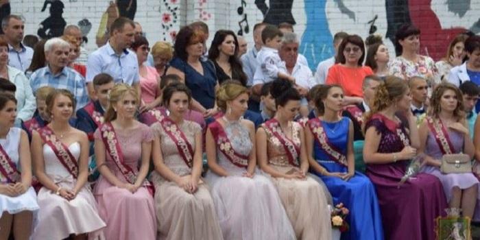 Вымпел, запущенный выпускниками в небо в Южноукраинске, приземлился в селе на Полтавщине Подробнее читайте на Юж-Ньюз: http://xn----ktbex9eie.com.ua/archives/12625