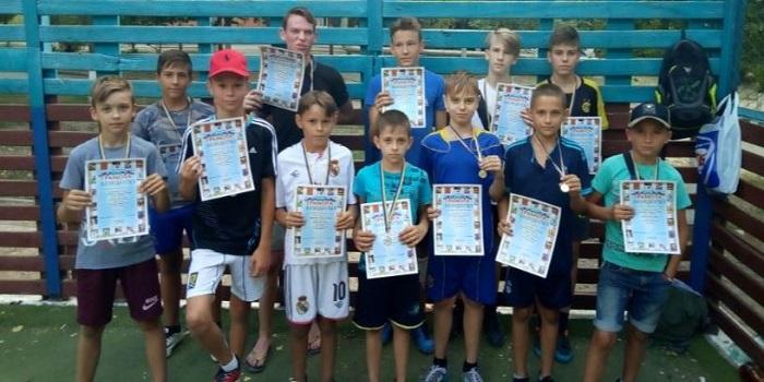 Южноукраїнськ — Відбувся турнір з міні-футболу серед юнаків 2003 року народження та молодших серед дворових команд. Подробнее читайте на Юж-Ньюз: http://xn----ktbex9eie.com.ua/archives/19186