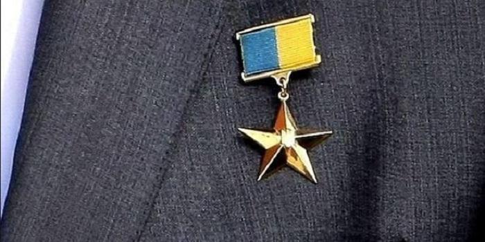 Луценко заявил, что звание Героя Украины следует отменить как дискредитированное Подробнее читайте на Юж-Ньюз: http://xn----ktbex9eie.com.ua/archives/16503