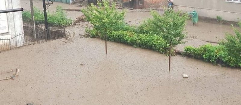Закарпатскую область накрыл мощный ливень, подтоплены улицы. ВИДЕО Подробнее читайте на Юж-Ньюз: http://xn----ktbex9eie.com.ua/archives/18312