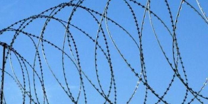 Рада решила оградиться от людей и закупила почти 200 метров колючей проволоки Подробнее читайте на Юж-Ньюз: http://xn----ktbex9eie.com.ua/archives/17719