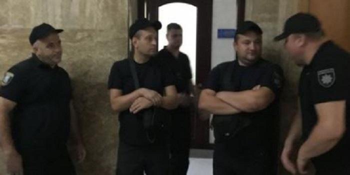 Полицейские избили студентов в университете им. Богомольца (фото) Подробнее читайте на Юж-Ньюз: http://xn----ktbex9eie.com.ua/archives/17980