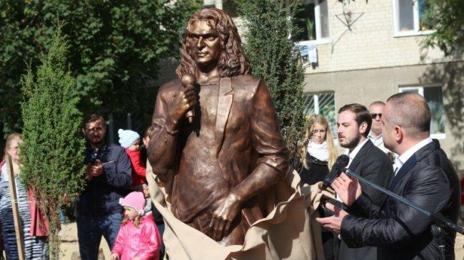 Мама Кузьмы Скрябина дала откровенное интервью в день рождения музыканта  Подробнее читайте на Юж-Ньюз: http://xn----ktbex9eie.com.ua/archives/18346