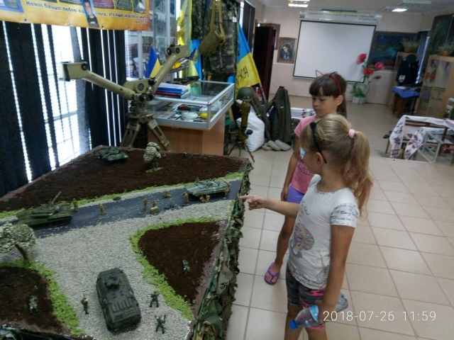 Южноукраїнськ. В МІСЬКОМУ МУЗЕЇ НОВИЙ ЕКСПОНАТ — ДІОРАМА «У ПЕКЛІ ВІЙНИ…»  Подробнее читайте на Юж-Ньюз: http://xn----ktbex9eie.com.ua/archives/17001