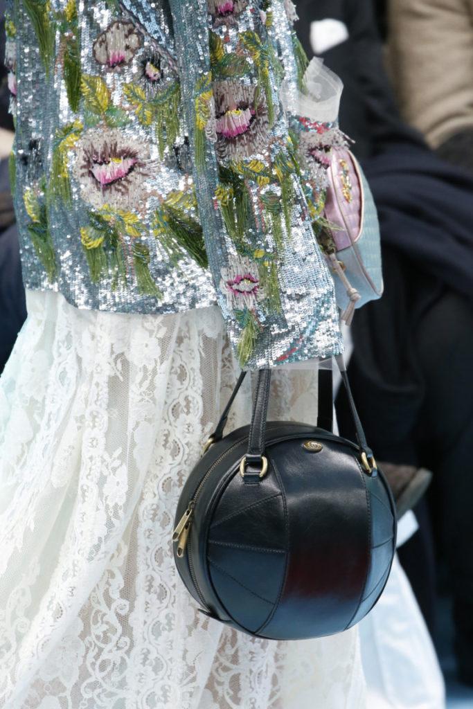 Модные тенденции — Круглые сумки 2018-2019 — Фото  Подробнее читайте на Юж-Ньюз: http://xn----ktbex9eie.com.ua/archives/23952