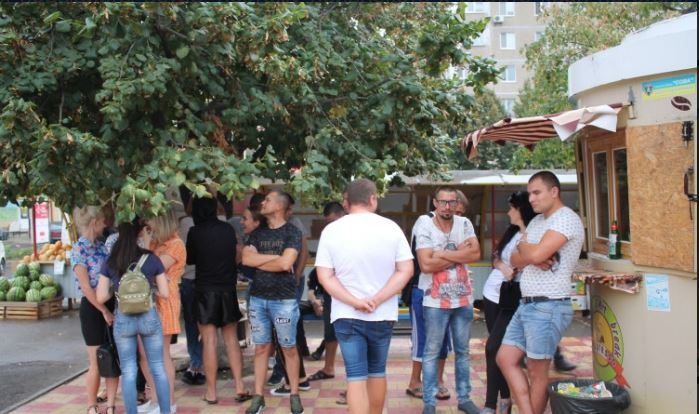 Южноукраинская мэрия собралась демонтировать незаконные МАФы на рынке «Господарь»: пришли «титушки»  Подробнее читайте на Юж-Ньюз: http://xn----ktbex9eie.com.ua/archives/20893