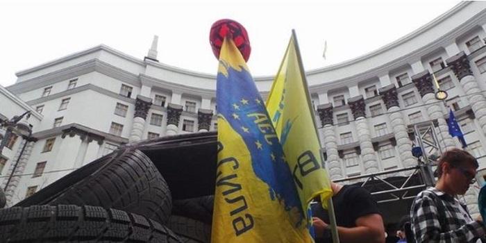 Владельцы авто на евробляхах начали пикет Кабмина. Видео Подробнее читайте на Юж-Ньюз: http://xn----ktbex9eie.com.ua/archives/22623