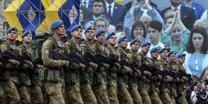 Порошенко подписал Указ о повышении зарплат военным на 30% Подробнее читайте на Юж-Ньюз: http://xn----ktbex9eie.com.ua/archives/22309