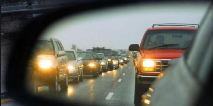 С 1 октября на дорогах Украины начинается сезон включенных фар Подробнее читайте на Юж-Ньюз: http://xn----ktbex9eie.com.ua/archives/23614