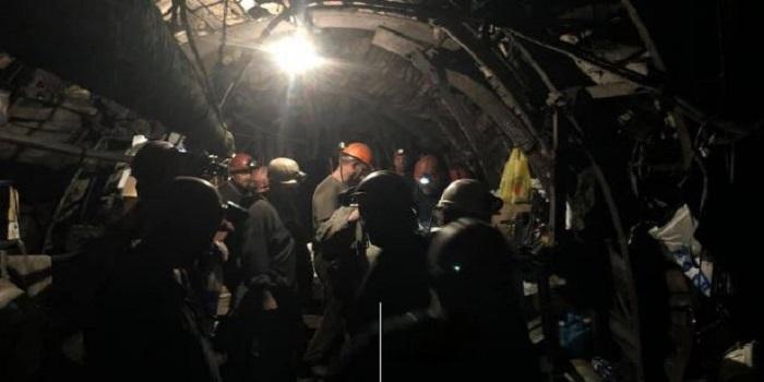В Лисичанске остановились все шахты и перекрыты дороги: забастовка идет уже 11 дней Подробнее читайте на Юж-Ньюз: http://xn----ktbex9eie.com.ua/archives/27519