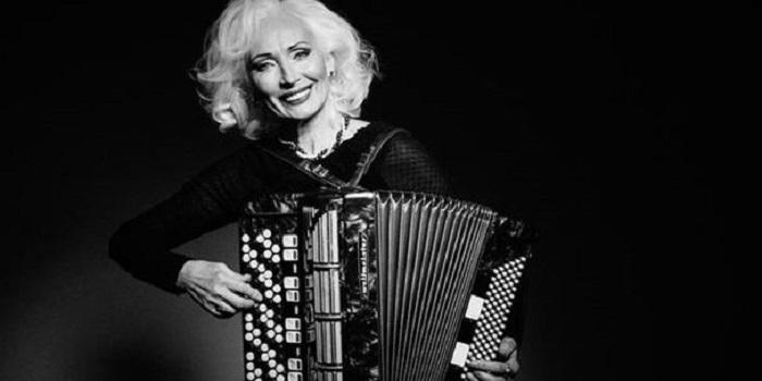 66-летняя украинская модель, жительница Николаевской области, вошла в ТОП-100 вдохновляющих женщин (фото) Подробнее читайте на Юж-Ньюз: http://xn----ktbex9eie.com.ua/archives/29972