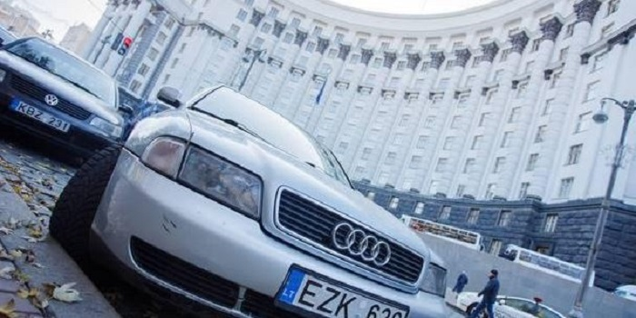 Петр Порошенко подписал закон о растаможке «евроблях» Подробнее читайте на Юж-Ньюз: http://xn----ktbex9eie.com.ua/archives/30872