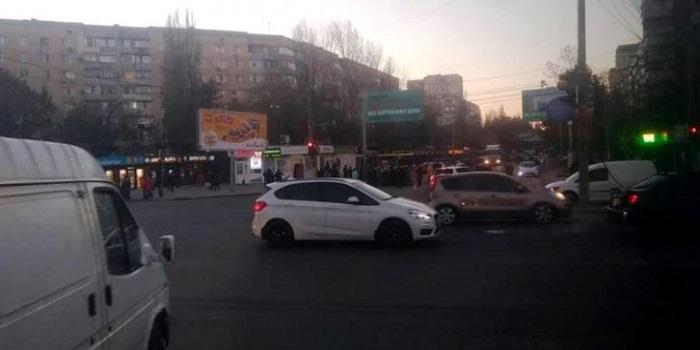 В Одессе горожане перекрыли дорогу из-за отсутствия отопления Подробнее читайте на Юж-Ньюз: http://xn----ktbex9eie.com.ua/archives/29339