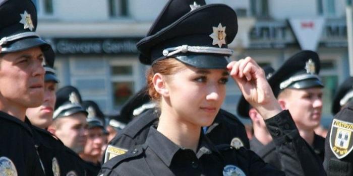 Зарплаты полицейских и спасателей с 1 января 2019 года вырастут на 30%. Подробнее читайте на Юж-Ньюз: http://xn----ktbex9eie.com.ua/archives/28196