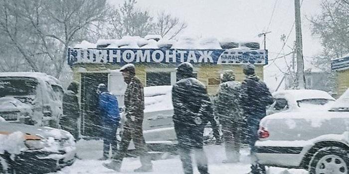 Идею штрафовать водителей за несвоевременную замену шин поддержали в МВД. Подробнее читайте на Юж-Ньюз: http://xn----ktbex9eie.com.ua/archives/29596
