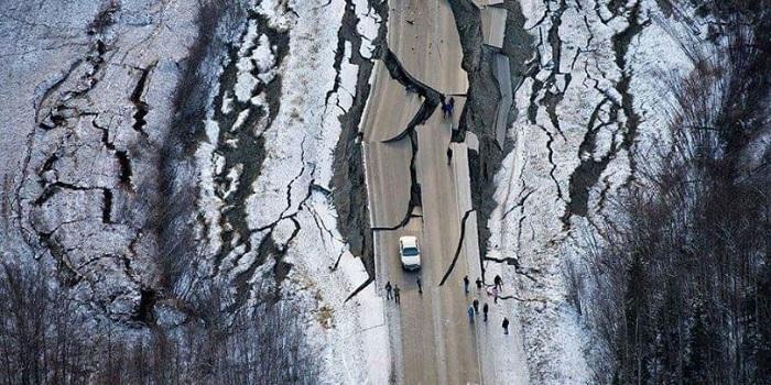 Аляска — землетрясение. Очевидцы выложили в сети фото и видео шокирующих последствий Подробнее читайте на Юж-Ньюз: http://xn----ktbex9eie.com.ua/archives/31582