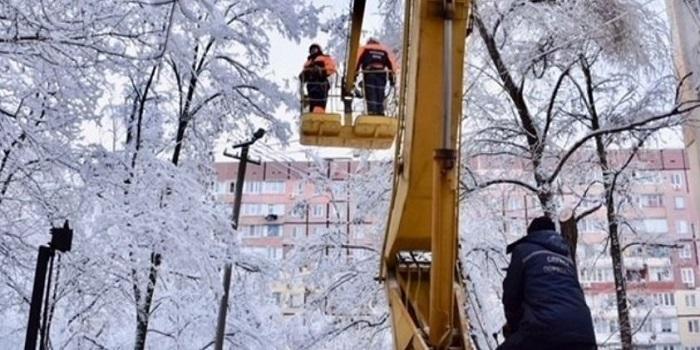 В Украине непогода обесточила 128 населенных пунктов Подробнее читайте на Юж-Ньюз: http://xn----ktbex9eie.com.ua/archives/34582