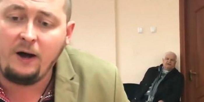 «Закрийте вже свого рота поганого!», – депутат Южноукраїнської міської ради Зеленюк грубо відповів активісту. Подробнее читайте на Юж-Ньюз: http://xn----ktbex9eie.com.ua/archives/31802