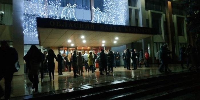 Концерт «95 квартала» в николаевском ОДК закончился — эвакуация не проводилась Подробнее читайте на Юж-Ньюз: http://xn----ktbex9eie.com.ua/archives/34496