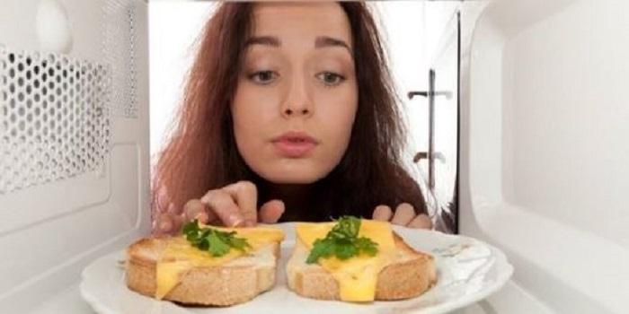 Які продукти не можна розігрівати в мікрохвильовці Подробнее читайте на Юж-Ньюз: http://xn----ktbex9eie.com.ua/archives/32599