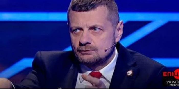 На записи программы радикал Мосийчук напал с палкой на политолога Семченко. Видео Подробнее читайте на Юж-Ньюз: http://xn----ktbex9eie.com.ua/archives/34543
