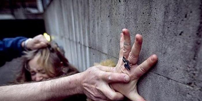 На Николаевщине неизвестный изнасиловал 50-летнюю женщину Подробнее читайте на Юж-Ньюз: http://xn----ktbex9eie.com.ua/archives/35361