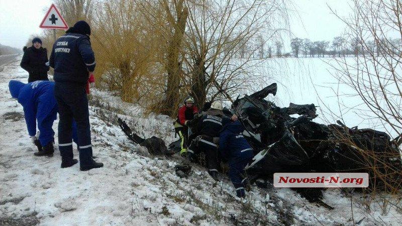 В ДТП на Николаевщине погибли 8 человек  Подробнее читайте на Юж-Ньюз: http://xn----ktbex9eie.com.ua/archives/35343