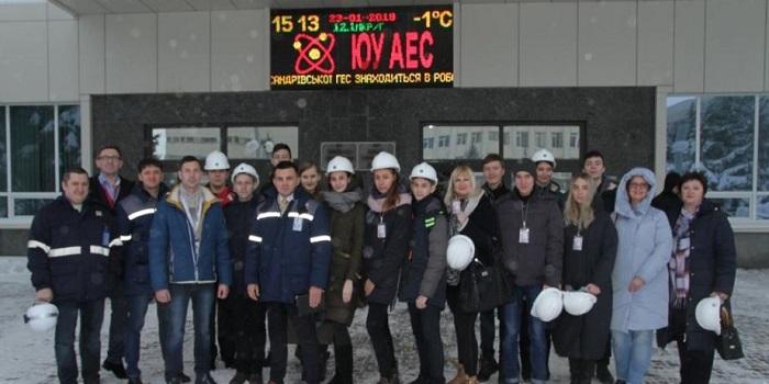 Специалисты-атомщики помогают старшеклассникам готовиться к конкурсу рефератов Подробнее читайте на Юж-Ньюз: http://xn----ktbex9eie.com.ua/archives/38539