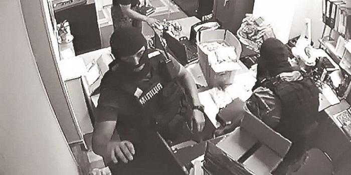 Ювелирный магазин отсудил у Украины более 25 млн гривен за ограбление во время обыска Подробнее читайте на Юж-Ньюз: http://xn----ktbex9eie.com.ua/archives/36253