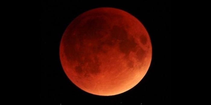 В ночь на 21 января над Украиной взошла «кровавая Суперлуна». Видео Подробнее читайте на Юж-Ньюз: http://xn----ktbex9eie.com.ua/archives/37720