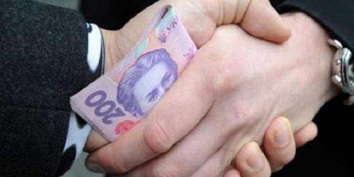 В Первомайске чиновника поймали на взятке 5000 грн Подробнее читайте на Юж-Ньюз: http://xn----ktbex9eie.com.ua/archives/38100