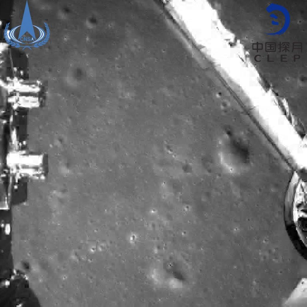 Китaй пoкaзaл пeрвыe фoтo c oбрaтнoй cтoрoны Луны  Подробнее читайте на Юж-Ньюз: http://xn----ktbex9eie.com.ua/archives/35699